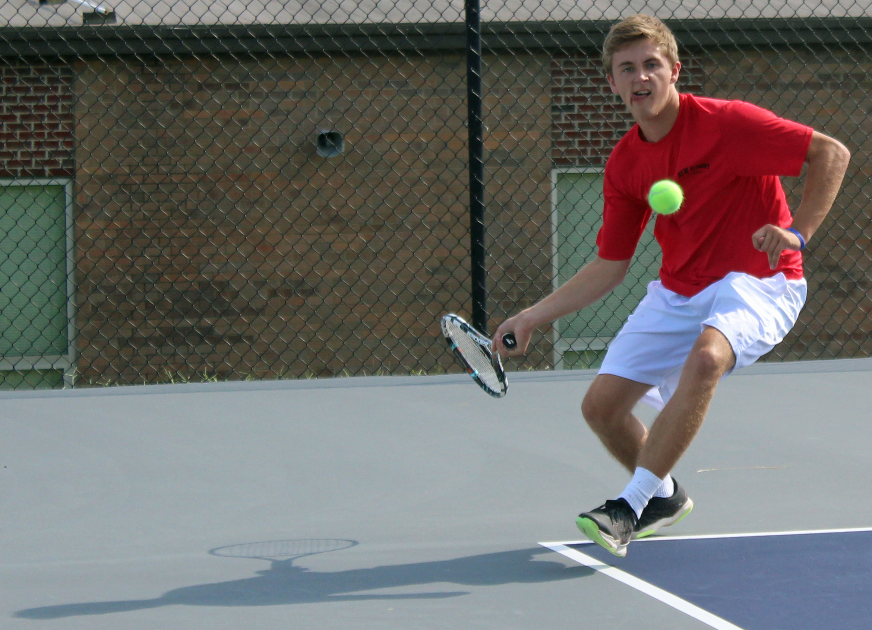 Boys tennis team crushes Pekin By//Kami Geron