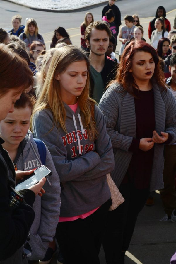 Students+take+the+time+to+reflect+on+the+tragedy+in+Parkland%2C+Florida+by+participating+in+a+Walkout+on+March+14%2C+2018.