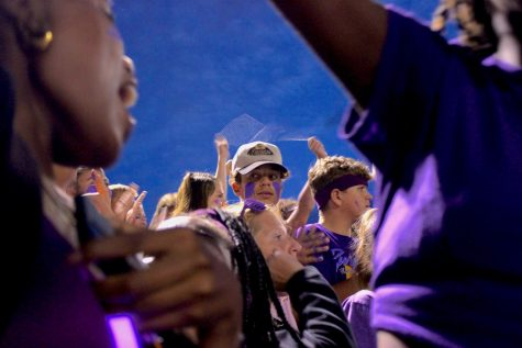 Student section remembers assistant principal